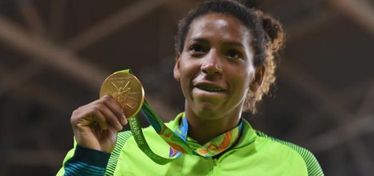 Guerreira brasileira ganha nossa primeira medalha de ouro!