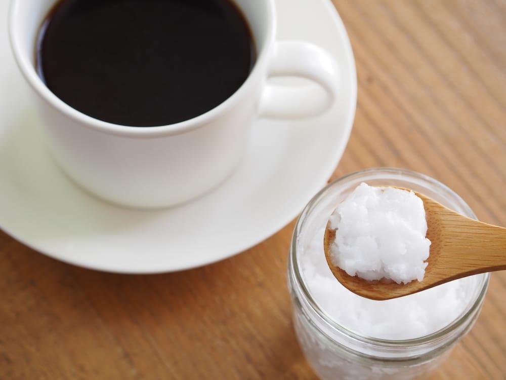 cafe-e-oleo-de-coco
