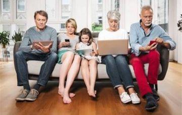 Já conversou com sua família pelo celular [dentro de casa]?