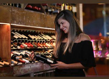 """Daiany Barbosa estreia coluna """"Vinhos"""""""