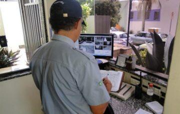 Lordello: Porteiros de prédios devem ou não deixar visitante entrar?
