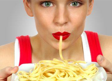 Arielli Margiotta: Coma macarrão com molho de tomate