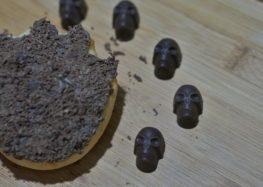 Priscilla Bisognin-Halloween: Donuts em forma de pata de lobisomem