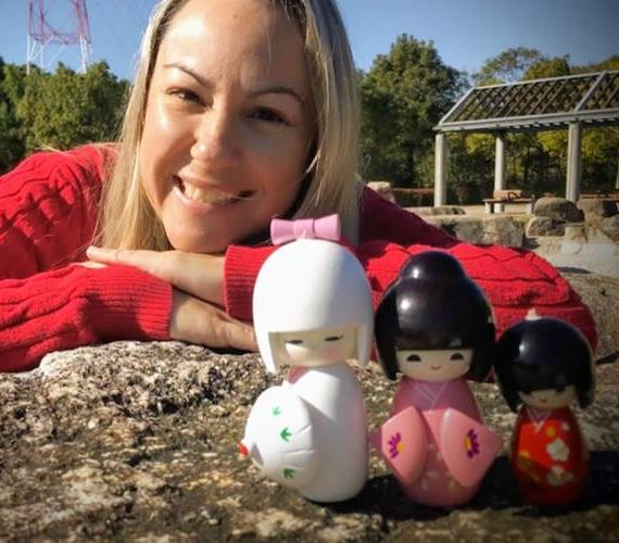 Márcia Sakumoto: Kokeshi, pequenas bonecas japonesas