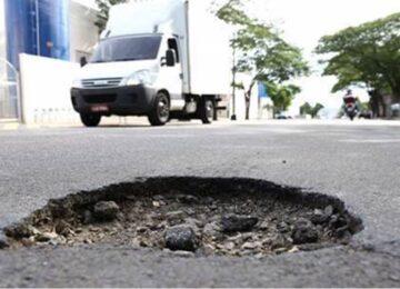 Jorge Lordello: Seu carro quebrou por causa de buraco na rua? Você sabe de quem cobrar o prejuízo?